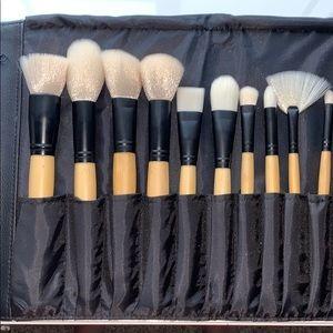 24 Piece Bamboo Handle Makeup Brush Set